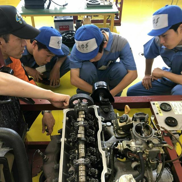 専門学校 千葉県自動車大学校 メカニックの体験実習☆自分で組付けたエンジンがかかる…!1