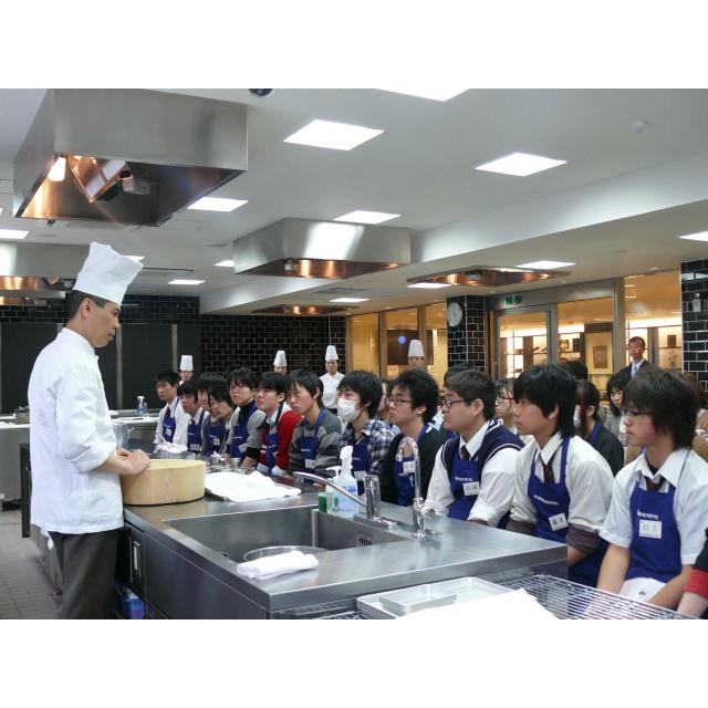 町田調理師専門学校 「モッチリ生地にトロっとチーズ。」〈ピッツア ナポリターナ〉2