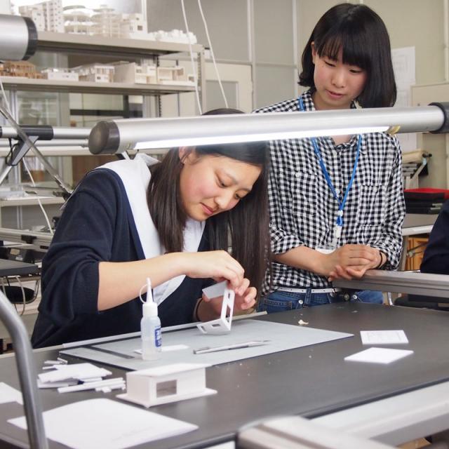 金沢科学技術大学校 屋根の形や窓の大きさを考えた住宅模型を作ろう!【建築学科】1