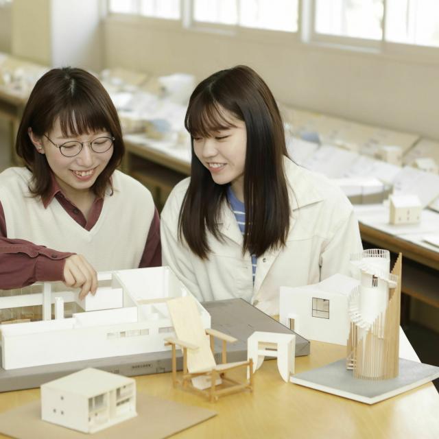 星槎道都大学 午前/建築 折り紙建築で作る世界遺産1