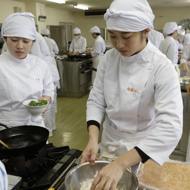 悠久山栄養調理専門学校 和食をアレンジ!意外なおいしさ!! ~牛乳茶碗蒸し~2