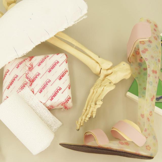 専門学校 日本聴能言語福祉学院 【義肢装具学科】短下肢装具の採型をしてみよう!1