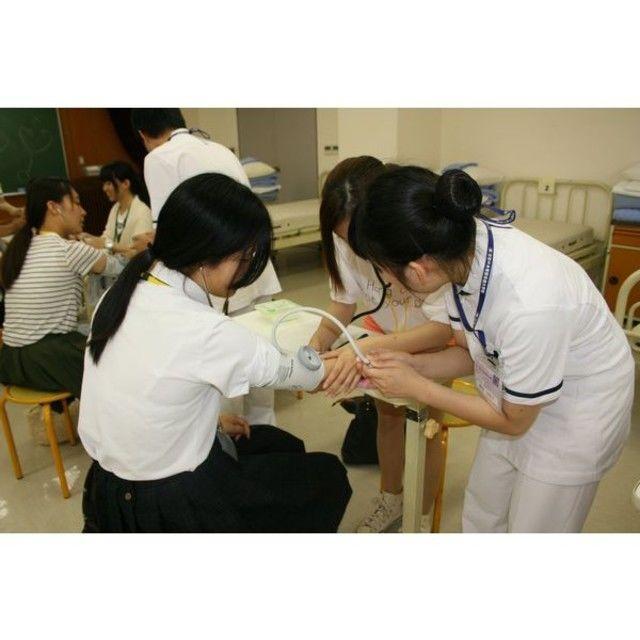 (専)京都中央看護保健大学校 【身体の外側から内側を知る技術を体験しよう】1