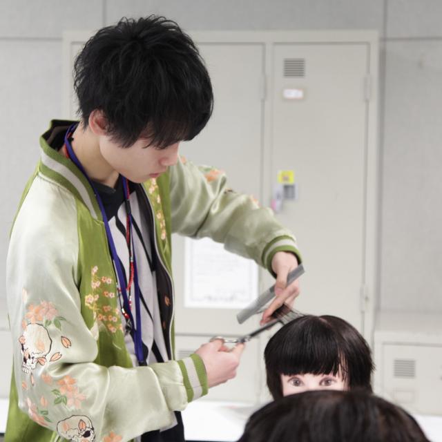 神戸ベルェベル美容専門学校 バレンタインにピッタリなヘアアレンジやメイクを体験しよう♪2