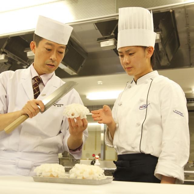 大阪調理製菓専門学校ecole UMEDA AO入試エントリー資格取得!マグロと炙りサーモンの寿司4