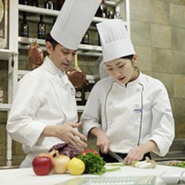 大阪調理製菓専門学校 【世界の味覚ビュッフェ開催!】体験はフルーツロールケーキ3