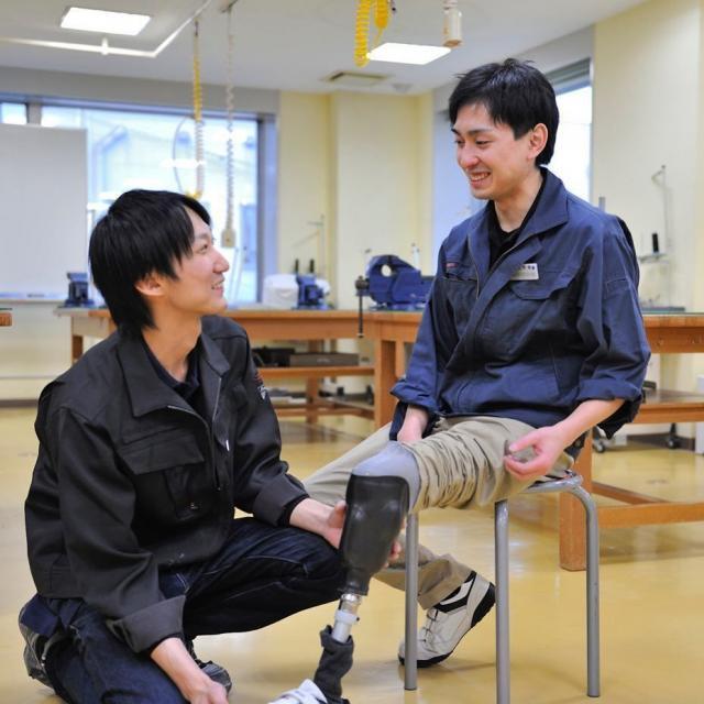 西武学園医学技術専門学校 東京新宿校 オープンキャンパス(義肢装具学科)体験用義肢1