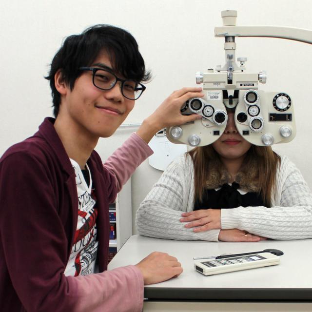視力測定体験に挑戦!!眼についてしっかり学ぼう