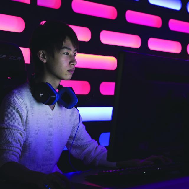 北海道ハイテクノロジー専門学校 eスポーツ、ドローン、ハッカー、ハイテクのITまるごと体験!1