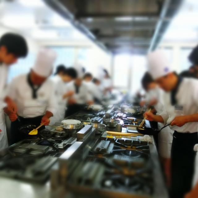 横浜調理師専門学校 薄切り牛肉のデミグラスソ~ス 赤ワイン風味3