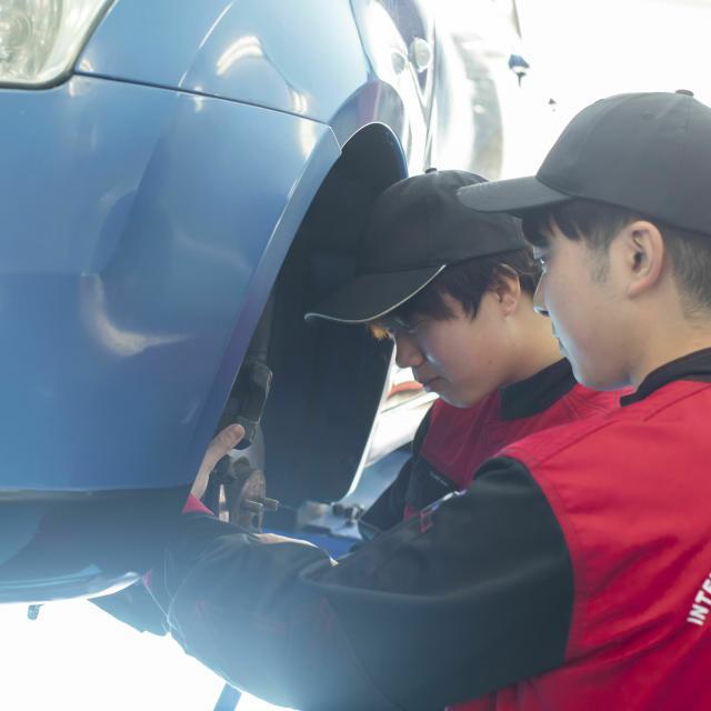 国際自動車・ビューティ専門学校 二級自動車整備士学科「タイヤ交換」4