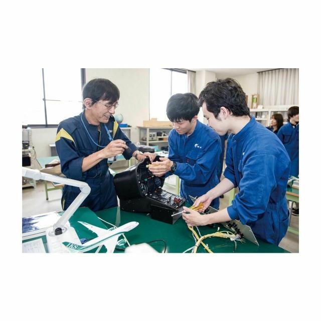 大阪航空専門学校 [ 航空整備士学科 ]航空整備を体験!1