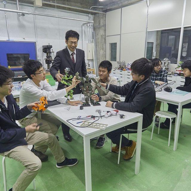 産業技術短期大学 【機械】材料・流体・熱を学びロボットなどの機械エンジニアに1