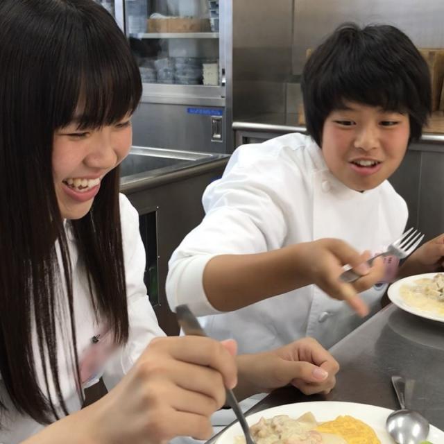 横浜調理師専門学校 牛フィレ肉のソテ~ たっぷりビ~フのストロガノフ風4