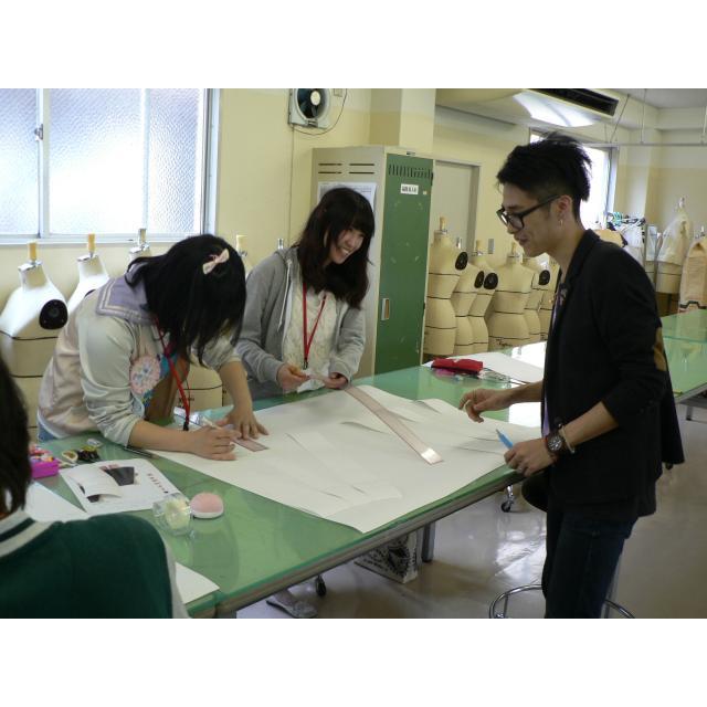 大阪文化服装学院 新発見がいっぱい 初めてのパターンメーキング1