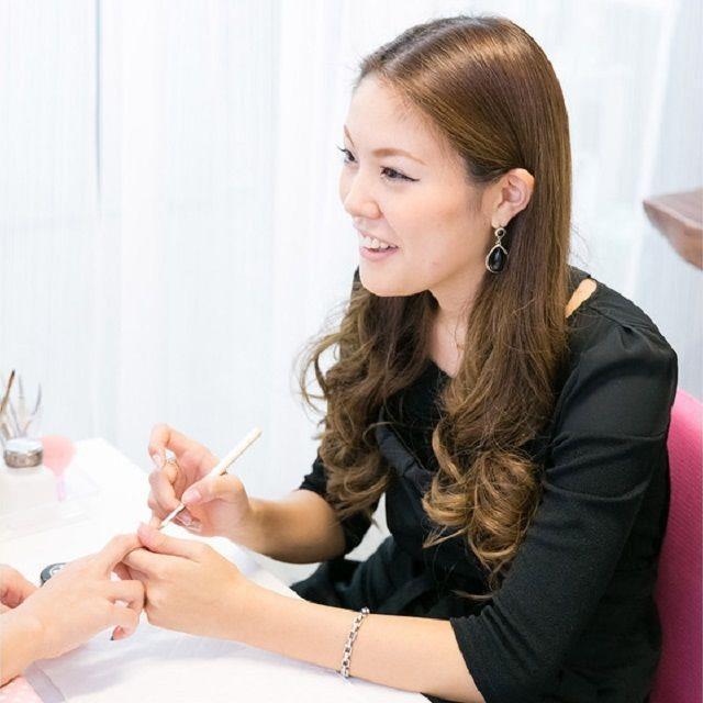 大阪ベルェベル美容専門学校 ヘアカットやメイクやネイルも!一日美容師体験♪1