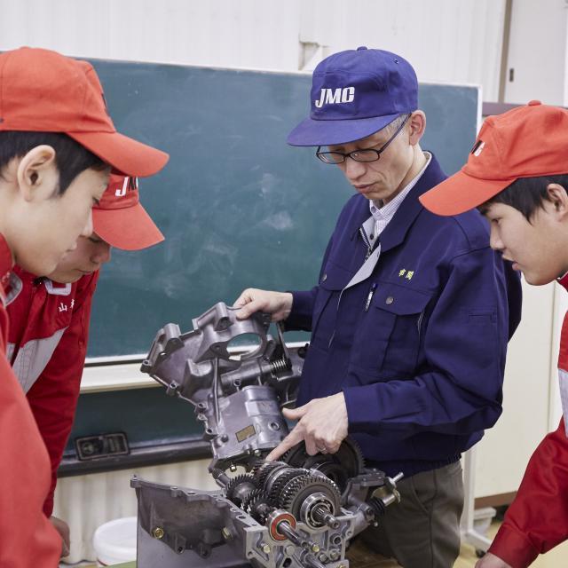 日本モータースポーツ専門学校大阪校 三級整備士資格の取得を目指そう!【三級整備士コース】3