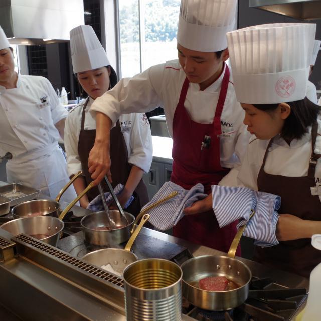 【フードクリエイティブ学科】フランス料理 実習体験
