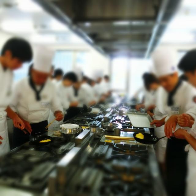 横浜調理師専門学校 手切り肉をじ~っくり煮込んだ特製ミートソース4