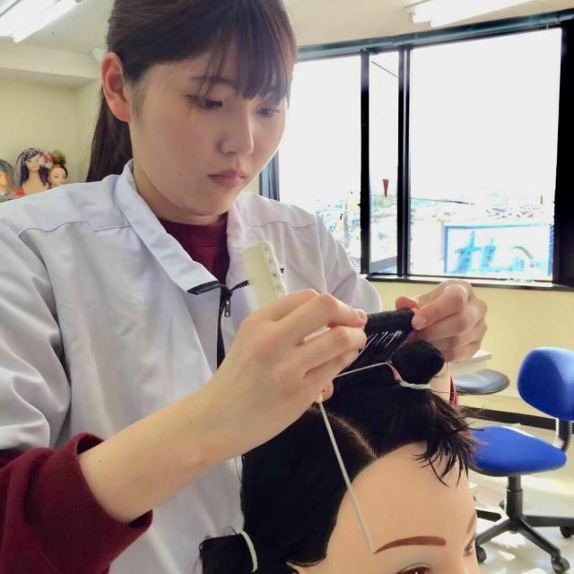 国際自動車・ビューティ専門学校 美容師学科「カット」3