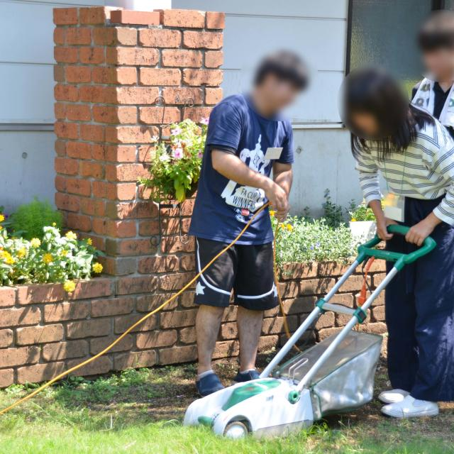 日本ガーデンデザイン専門学校 在校生が教える 芝生の管理方法1