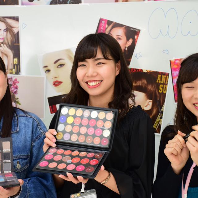 大村美容ファッション専門学校 ブランドコスメ×OMULA1