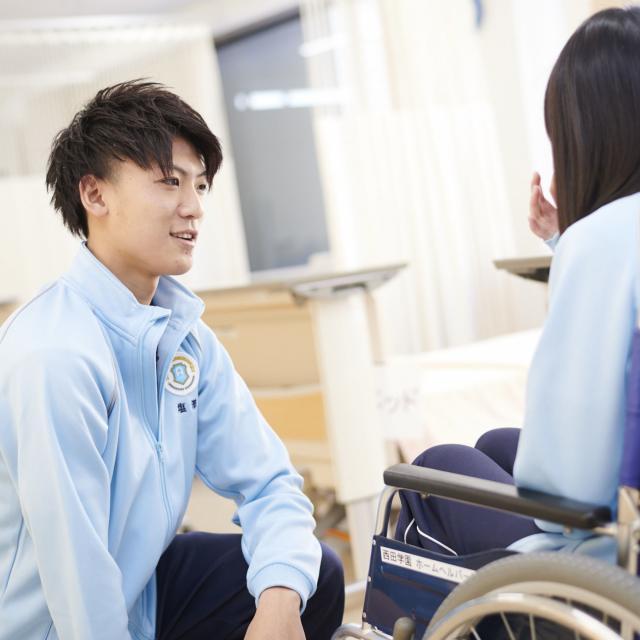 アルファ医療福祉専門学校 【介護福祉学科】最新の福祉用具体験1