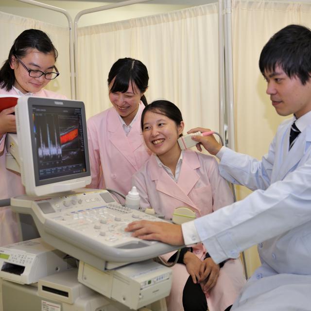 西武学園医学技術専門学校 オープンキャンパス(臨床検査技師科)頸動脈エコー体験1