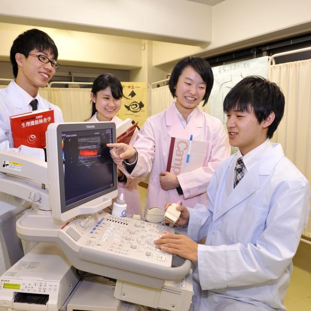 西武学園医学技術専門学校 オープンキャンパス(臨床検査技師科)頸動脈エコー検査1