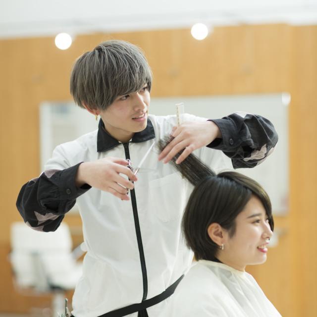 国際ビューティモード専門学校 メンズ体験充実!美容師希望の男子集まれ!!2