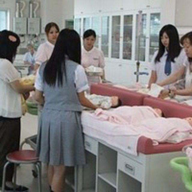 弘前医療福祉大学 未来を描ける自分になる めざせ看護師!3