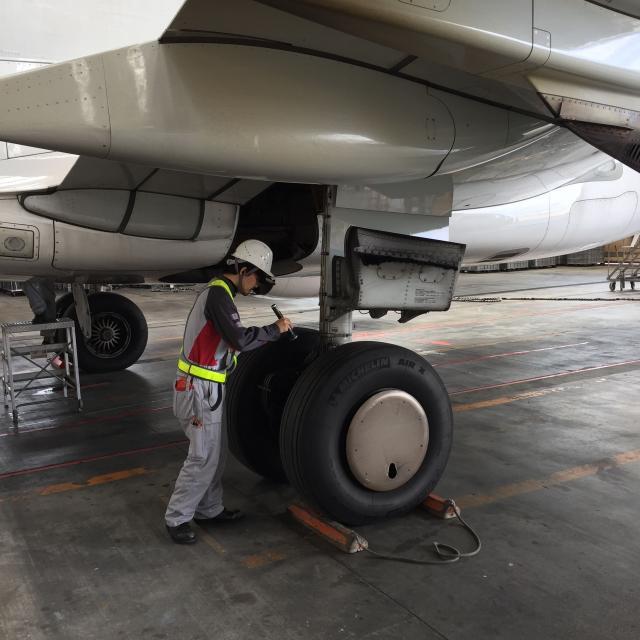 中日本航空専門学校 航空整備の現場を見てみよう!大阪国際空港でCNAスクール開催!1