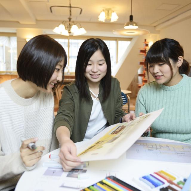 東海工業専門学校金山校 C:インテリア模型コース3