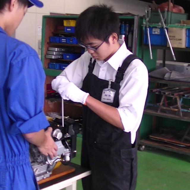 高崎自動車整備大学校 エンジンの中を見てみよう1