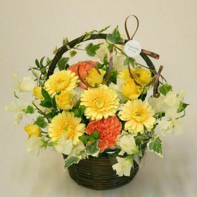 専門学校名古屋ウェディング&フラワー・ビューティ学院 香りも楽しめる春色バスケットアレンジ1