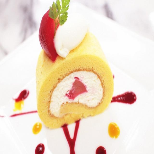 山手調理製菓専門学校 【製菓】白桃のロールケーキ1