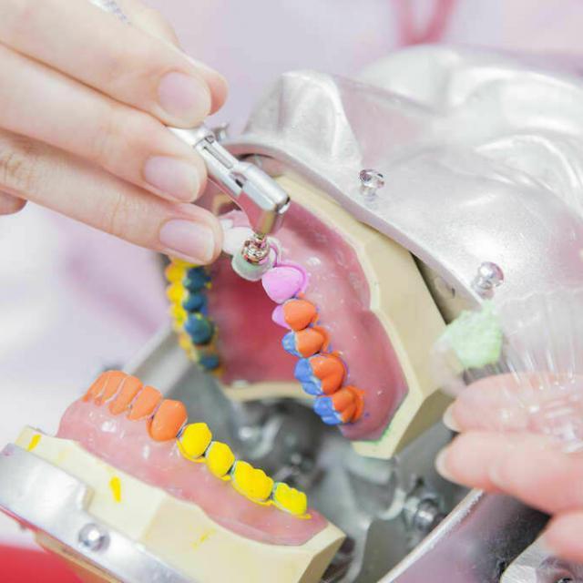 新東京歯科衛生士学校 【人数限定】歯科衛生士の仕事がわかる!着色取り体験2
