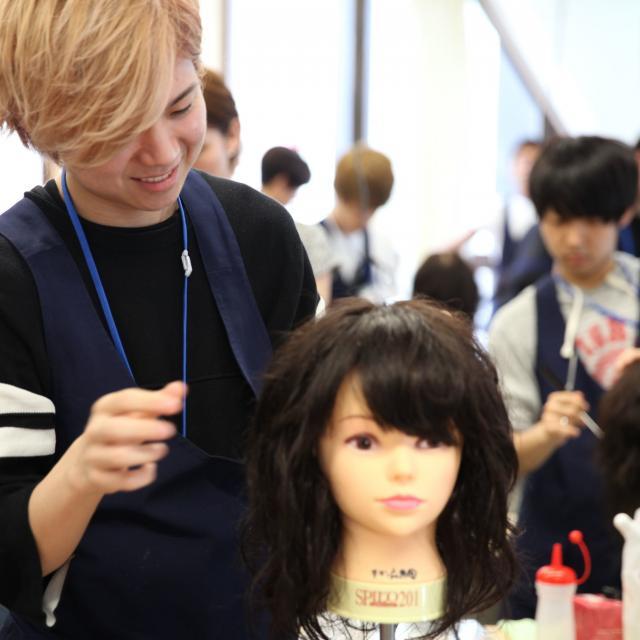 大阪ベルェベル美容専門学校 前下がりボブのカットや編みおろしのヘアアレンジを体験!4