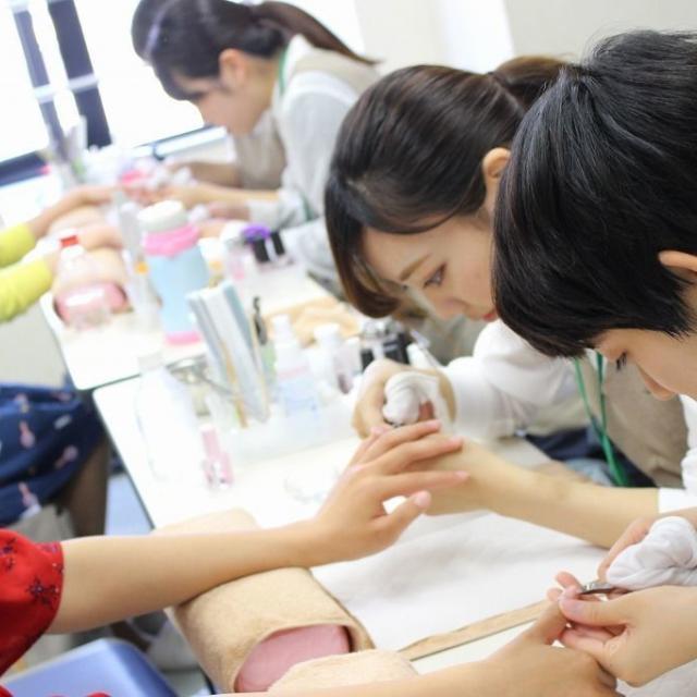 国際ファッションビューティ専門学校 ビューティサロン☆【メイク・ネイル学科】2