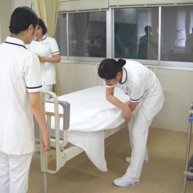 『看護師体験で未来を見つけよう!』