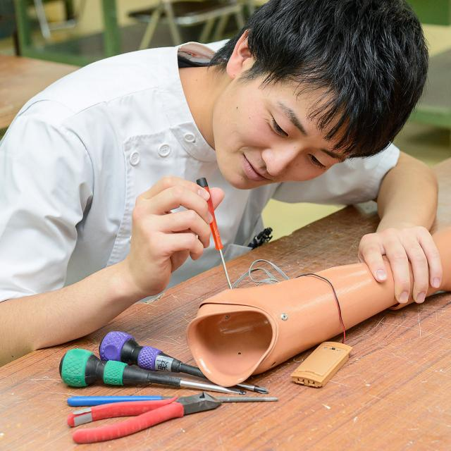 専門学校 日本聴能言語福祉学院 【義肢装具学科】筋電義手の仕組みを学んでみよう!3