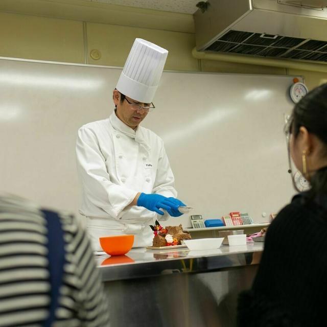 広島会計学院ビジネス専門学校 楽しく一人一台『ブッシュドノエル』を作ろう♪2