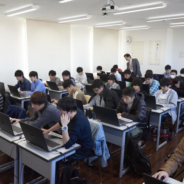 国際理工情報デザイン専門学校 【授業見学会】対象 : 高度情報処理科1