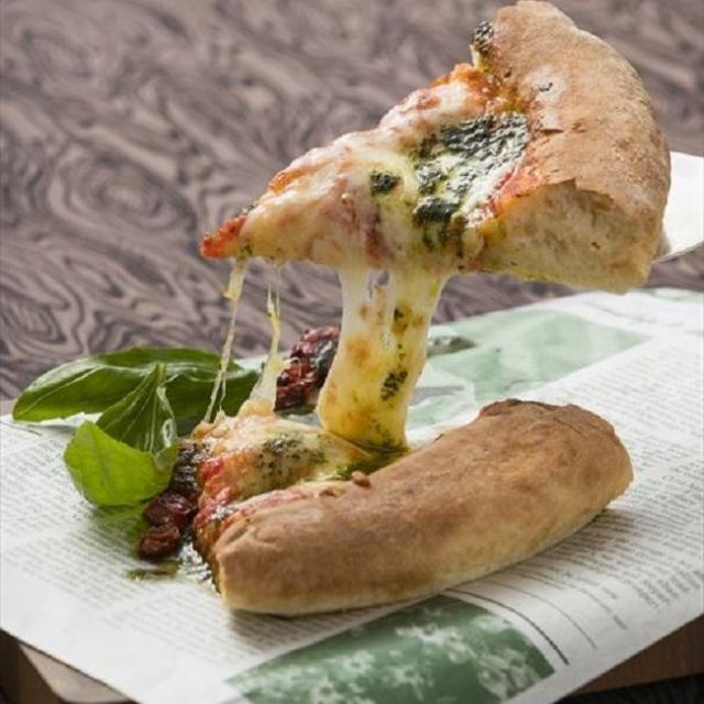 町田調理師専門学校 「モッチリ生地にトロっとチーズ。」〈ピッツア ナポリターナ〉1