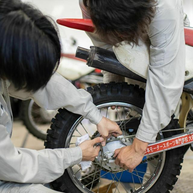 日本モータースポーツ専門学校大阪校 バイクを触ってみよう!【二輪レースメカニックコース】3