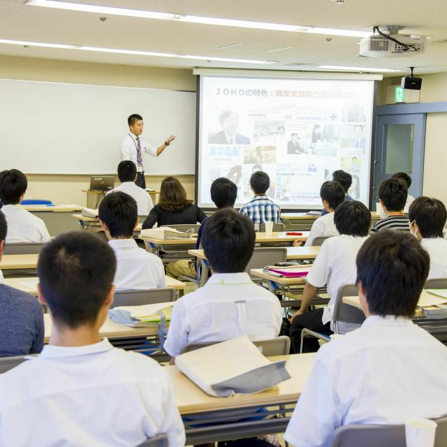 広島情報専門学校 来校型【大学併修】大学と専門学校・両方をどうやって学ぶの?3