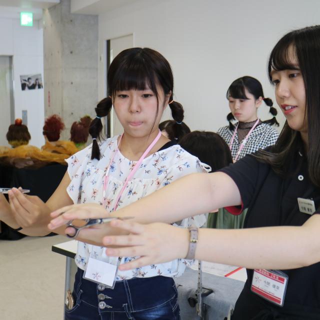 ジェイ ヘアメイク専門学校 12/1(土)ジェイで選べる美容学生体験(カット&ワインディング)3