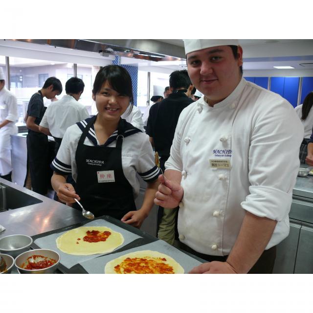 町田調理師専門学校 「モッチリ生地にトロっとチーズ。」〈ピッツア ナポリターナ〉3