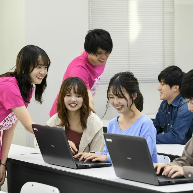 鹿児島情報ビジネス公務員専門学校 【情報システム】プログラミングを体験しよう!1