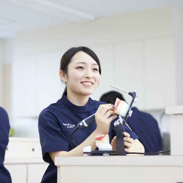 博多メディカル専門学校 ワクワク♪マイグッズづくり☆★5月歯科技工士科1
